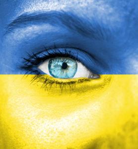 Occhi donna, immagine metù blu e metà gialla